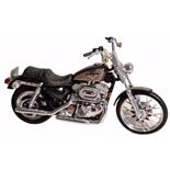 Maisto Harley Davidson XL 1200C Sportster 1200 Custom 1:18